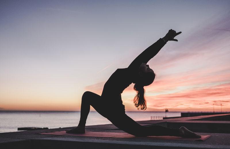 Schmerzlinderung durch Yoga – so funktioniert's